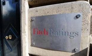 """L'agence de notation financière Fitch Ratings a abaissé à """"négative"""" contre """"stable"""" auparavant la note de la dette à long terme de la France, tout en maintenant la note de """"AAA"""", la meilleure possible."""