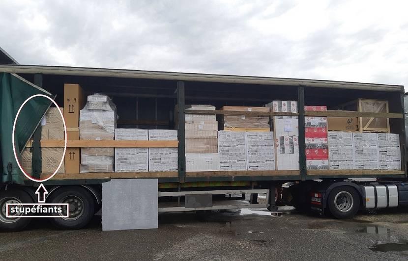 Tarn-et-Garonne: Un camion transportant 344 kg d'herbe de cannabis intercepté par les douaniers