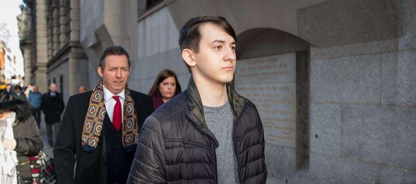 Le hacker britannique Kane Gamble, qui a réussi à pirater les comptes de plusieurs responsables américains du Renseignement et de la Sécurité intérieure, arrive devant la justice à Londres le 19 janvier 2018.