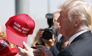 Donald Trump avec la fameuse casquette «Make America Great Again», le 23 août 2017.