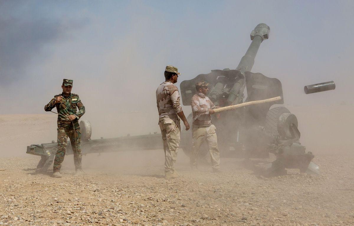 Artillerie irakienne entre Makhmour et Qayyarah à 70 km au sud de Mossoul. – Laurence Geai/SIPA