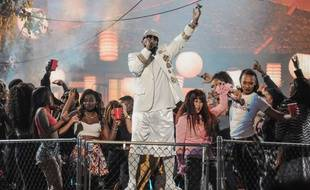 Le chanteur R. Kelly aux Soul Train Music Awards en 2015