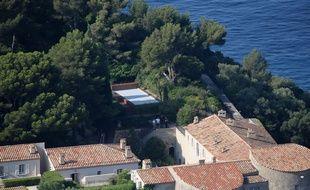 Le fort de Brégançon et sa piscine (recouverte), le 31 juillet 2018.