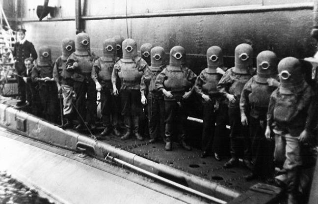 L'équipage d'un sous-marin britannique, entre 1907 et 1920.
