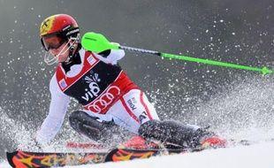 Le lutin autrichien Marcel Hirscher a conservé sa couronne de roi de la neige en remportant dimanche le slalom de Zagreb, qui lui fut longtemps ennemi, pour signer sa 15e victoire en Coupe du monde de ski alpin et la 3e cette saison.