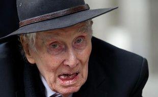 Ronnie Biggs --simple exécutant lors de l'attaque mythique du train postal Glasgow-Londres en 1963-- a tiré sa révérence mercredi à 84 ans dans une paisible maison de retraite londonienne, auréolé d'une légende forgée en 36 ans de cavale époustouflante.