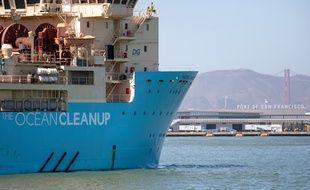 Le bateau Maersch Launcher est capable de collecter les déchets plastiques flottant dans l'eau.