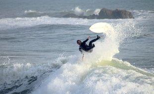 Un surfeur à La Govelle à Batz-sur-Mer.