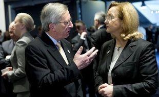 Les ministres des Finances de la zone euro se sont mis d'accord vendredi à Copenhague pour relever à 800 milliards d'euros au total leur pare-feu anticrise, a annoncé la ministre autrichienne Maria Fekter.