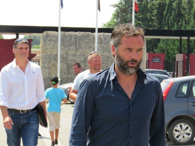 Le 6 juillet 2015 lors de ses premiers pas comme entraîneur du Stade Toulousain, devant Fabien Pelous, alors directeur sportif.