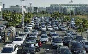 Près de six cents taxis sont stationnés dans la « base arrière » de l'aéroport de Roissy.