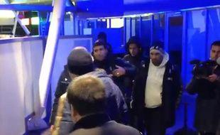 Capture d'écran d'une vidéo de l'accueil des joueurs marseillais à l'aéroport de Lille, le 2 décembre 2013 avant un matrch entre les deux équipes en Ligue1.