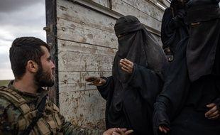 Des civils fuyant Baghouz en Syrie le 27 février 2019 (illustration).