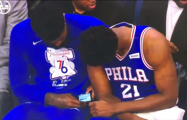 VIDEO. NBA: La star de Philadelphie Joel Embiid dans la tourmente pour avoir regardé des sms en plein match