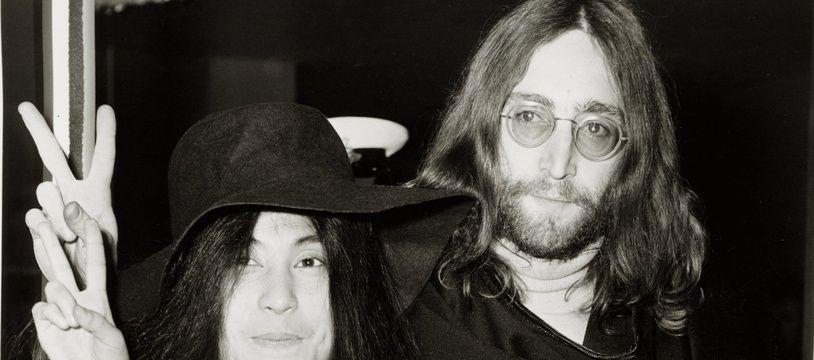 L'artiste Yoko One et son mari, le chanteur John Lennon