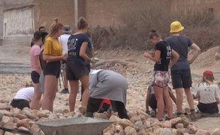 Des jeunes bénévoles belges travaillant en short sur un chantier dans le sud du Maroc ont provoqué des réactions virulentes.