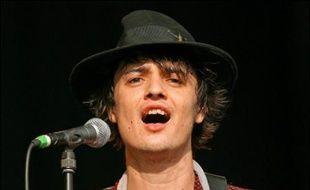 Le rocker britannique Pete Doherty, arrêté lundi à Londres et une nouvelle fois soupçonné d'être en possession de drogues, a été libéré mardi en raison d'un vice de forme.