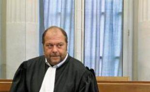 Me Eric Dupond-Moretti défend l'accusé pied à pied.