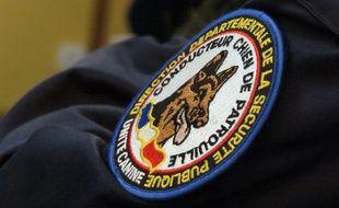 Un policier d'une brigade canine (Illustration)