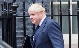 Le Premier ministre Boris Johnson le 6 septembre 2021 devant Downing Street.
