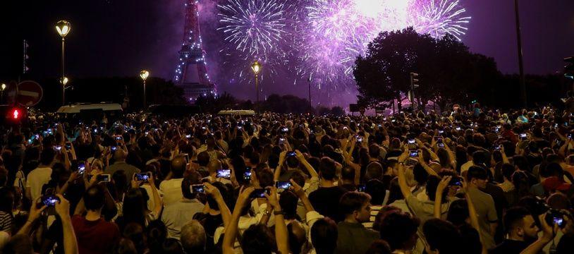 Paris, le 14 juillet 2018, le feu d'artifice conçu par le Groupe F. sur la tour Eiffel.