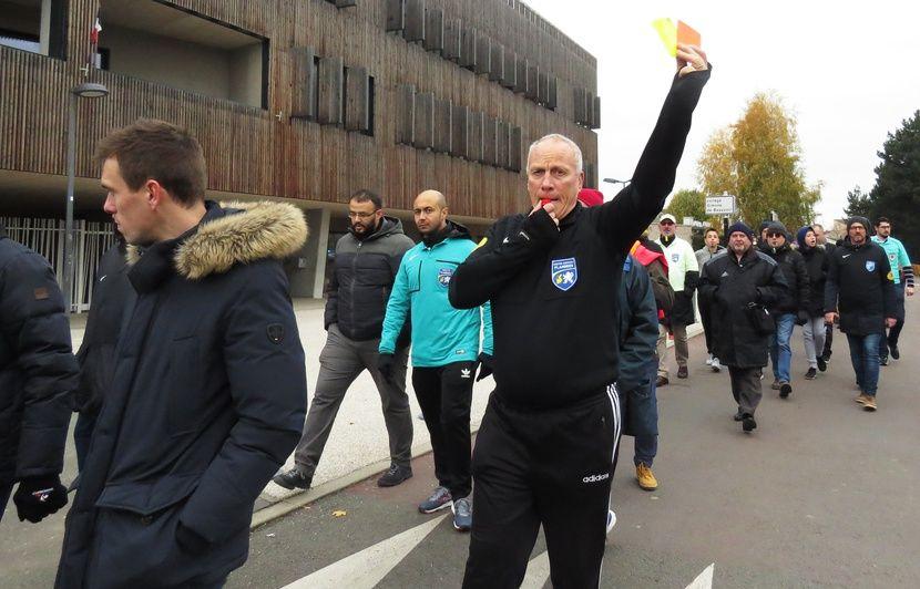Nord: Des arbitres de foot dans la rue pour dénoncer les violences à leur encontre