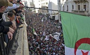 Une foule immense a défilé dans les rues d'Alger, le 6 décembre 2019, pour protester contre la prochaine présidentielle.