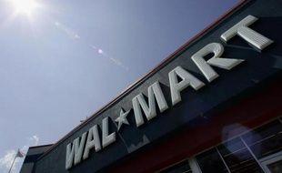 L'un des plus gros employeurs des Etats-Unis, Wal-Mart, augmente le salaire minimum d'un demi-million de ses employés