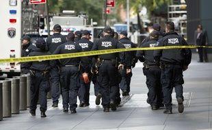 A New York, des policiers sont intervenus après une alerte à la bombe dans les bureaux de CNN, le 24 octobre 2018.