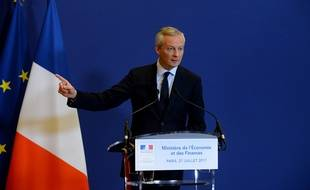 Bruno Le Maire annonce la nationalisation temporaire des chantiers STX France, jeudi 27 juillet, au ministère de l'Economie, à Paris.