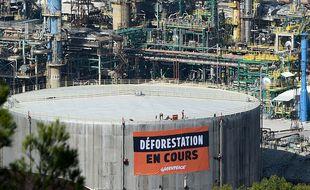 Greenpeace dénonce depuis de nombreuses années la raffinerie de la Mède qui utilise l'huile de palme pour fabriquer du biocarburant