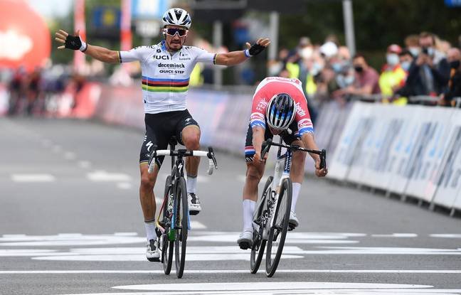 French rider Julian Alaphilippe of Deceuninck - Quick-Step (L) wins the sprint ahead of Dutch Mathieu van der Poel of Alpecin-Fenix during the