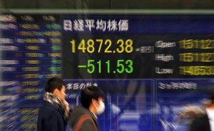 Les marchés évoluaient en légère baisse jeudi en Europe après la décision de la Réserve fédérale américaine (Fed) de continuer à réduire son soutien monétaire, ce qui pourrait exacerber les tensions sur les marchés émergents.