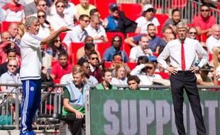 Arsène Wenger et José Mourinho lors du Community Shield le 2 août 2015.