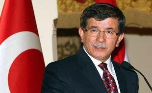 Le chef de la diplomatie turque Ahmet Davutoglu a appelé samedi les pays arabes à unir leurs efforts avec la Turquie pour résoudre les crises régionales, à commencer par la question palestinienne et le conflit syrien, lors d'un forum turco-arabe à Istanbul.