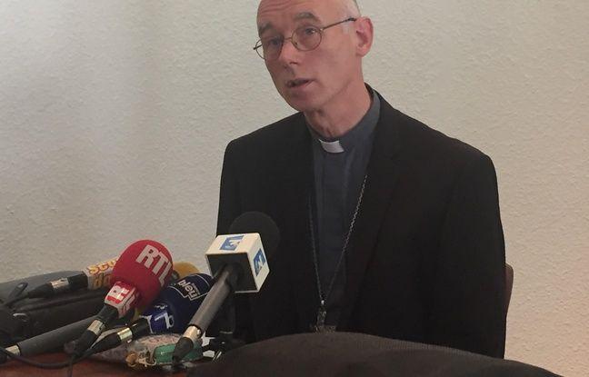 Saint-Etienne, le 4 juillet 2017. L'év^que de Saint-Etienne Sylvain Bataille lors de la conférence de presse consacrée aux faits d'agressions sexuelles sur mineurs reprochés à un curé du diocèse Régis Peyrard.