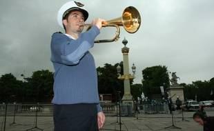 Le 8 juillet 2014, Place de la Concorde ˆ Paris, l'orchestre d'harmonie de l'ArmŽe de l'air en rŽpŽtition pour le 14 Juillet. Le 8 juillet 2014, Place de la Concorde ˆ Paris, l'orchestre d'harmonie de l'ArmŽe de l'air en rŽpŽtition pour le 14 Juillet. Adjudant chef Xavier Canin.