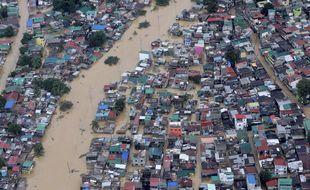 Inondations dans les rues de Manille aux Philippines après le passage du typhon Vamco.