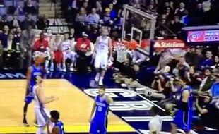 L'Espagnol des Memphis grizzlies Marc Gasol tente de marque un panier de la tête, le 26 janvier 2015.