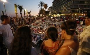 Hommage aux victimes sur la Promenade des Anglais à Nice