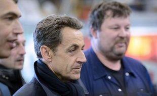 Le vent se lève, la mer et les nuages se gonflent, la pluie menace. Ce bulletin météo ne concerne que Carentec, bien sûr. Car celui de la campagne de Nicolas Sarkozy, en visite dans la Finistère, veut rester contre vents et marées au beau fixe.