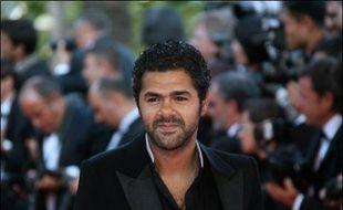 Le comédien et humoriste Jamel Debbouze a annoncé jeudi sur RTL son intention d'attaquer le magazine people Gala, qui a publié des photos de sa fête d'anniversaire le montrant avec son amie, la journaliste Mélissa Theuriau.
