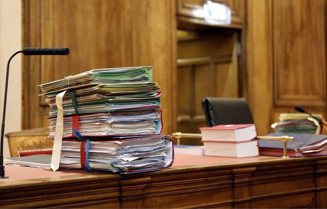 Un dossier lors d'un procès (image d'illustration).