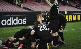Les joueurs de Plzen célèbrent leur victoire (3-0) dans le stade à moitié vide de Naples, le 14 février 2013
