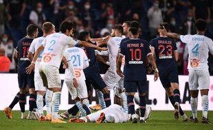 Une bagarre générale a éclaté en finde match entre le PSG et l'OM dimanche soir.