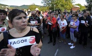 La coopérative basque de Mondragon, présentée jusque là comme un miracle économique dans une Espagne en crise, a renoncé mercredi à sauver son fleuron, le groupe d'électroménager Fagor, qui emploie 5.700 personnes et se trouve au bord du dépôt de bilan.