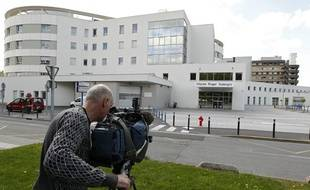 Les deux personnes atteintes par le coronavirus sont hospitalisées au  CHRU, dans un service spécialisé de l'hopital Roger Salengro, à Lille, le 12 mai 2013.