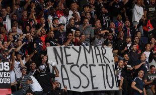Contre Nîmes, le virage Auteuil ne voulait plus entendre parler de Neymar.