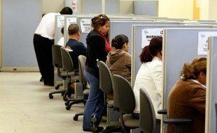 Le chômage continue son reflux aux Etats-Unis, mais les chiffres officiels publiés vendredi à Washington montrent que l'emploi a baissé également en mars.