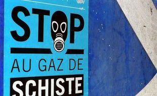 Le gaz de schiste, dont François Hollande a annoncé l'annulation de sept permis d'exploration, suscite des opinions divergentes, certains défendant son intérêt économique et d'autres insistant sur les lourds problèmes que créerait son exploitation.